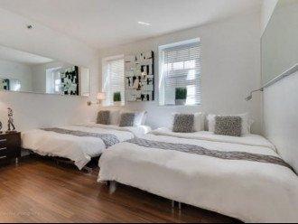 4 Room Cosmopolitan Deluxe Suite on Ocean Drive #1