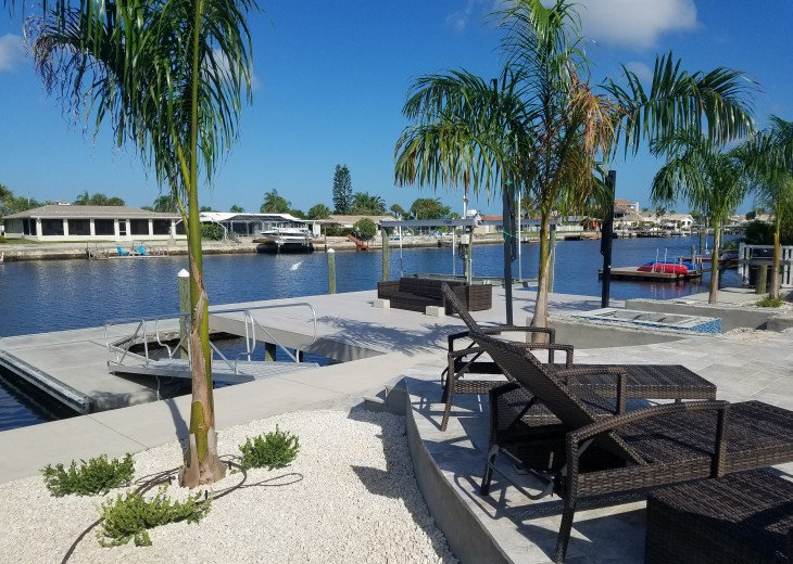 Huge fixed, and concrete floating dock. Kayak included with rental.