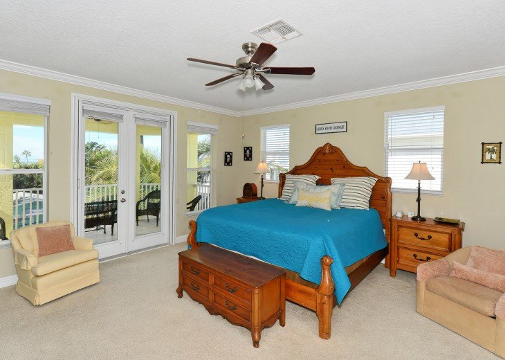 MASTER BEDROOM KING BED WITH 10' CEILING AND BREATHTAKING VIEWS OF GULF!