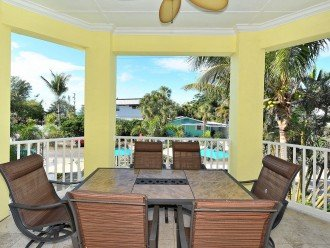 DINING FOR 6+ ON VERANDA OFF LIVING ROOM AREA OVERLOOKING THE POOL.