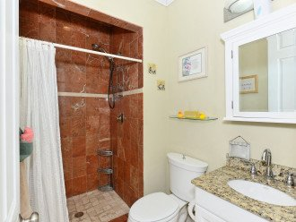 FULL BATH SHARED BY TWIN AND QUEEN BEDROOMS.