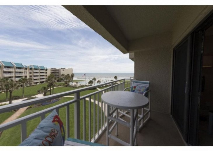 FANTASTIC VIEW. LOCATED DIRECTLY ON THE BEACH. NOVEMBER AVAILABLE #9