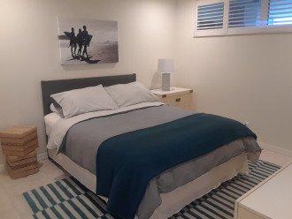 Queen bed in the second bedroom