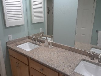 2 sinks in the master ensuite