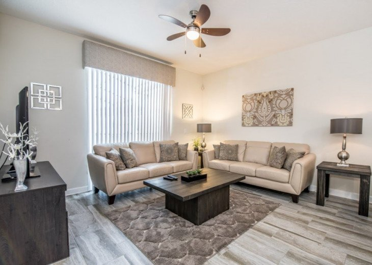 Affordable Luxury. 4 Bed 3 Bath Storey Lake Town Home. Very Private Pool. #5