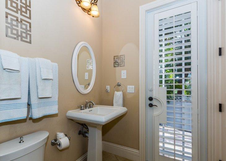 En suite bathroom - Queen room