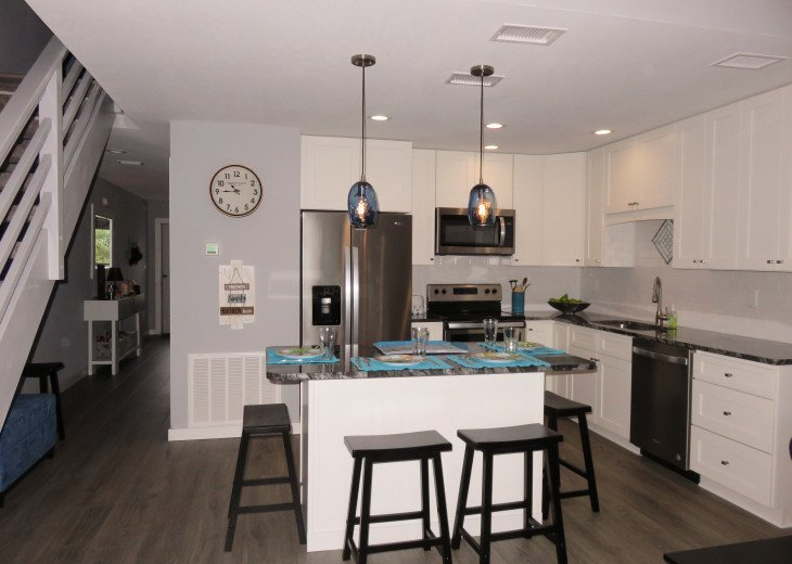 2019 NEW RENTAL, BEACH ENTRY POOL, 2 MINUTES TO BEACH #9