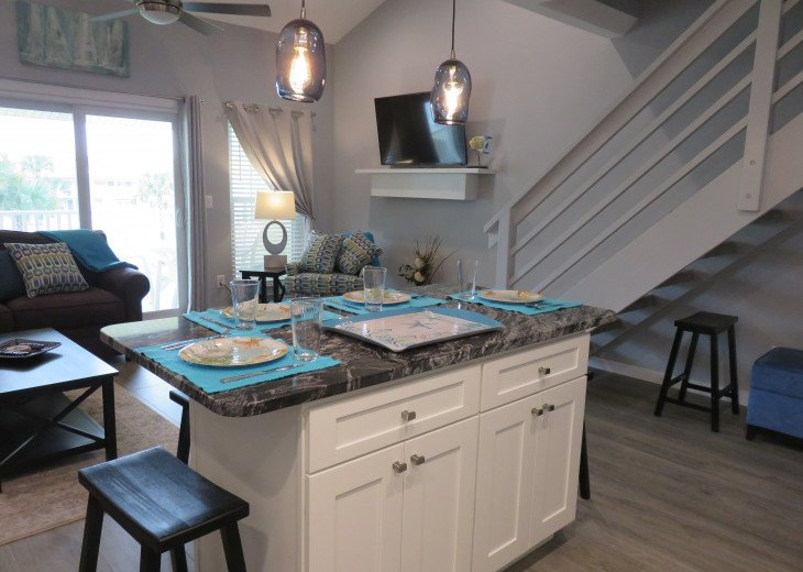 2019 NEW RENTAL, BEACH ENTRY POOL, 2 MINUTES TO BEACH #10