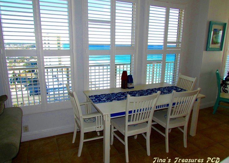 Dining overlooking Gulf of Mexico and Beach