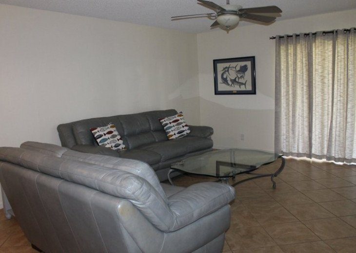 Spacious 2 bedroom 2 bath condo, steps from Lake Park Marina, public boat launch #9