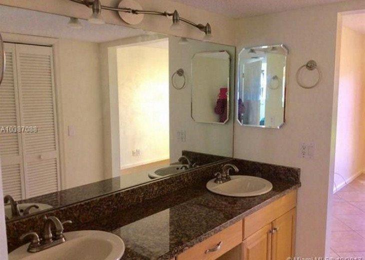 Spacious 2 bedroom 2 bath condo, steps from Lake Park Marina, public boat launch #3