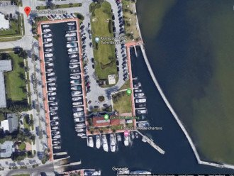 Spacious 2 bedroom 2 bath condo, steps from Lake Park Marina, public boat launch #1
