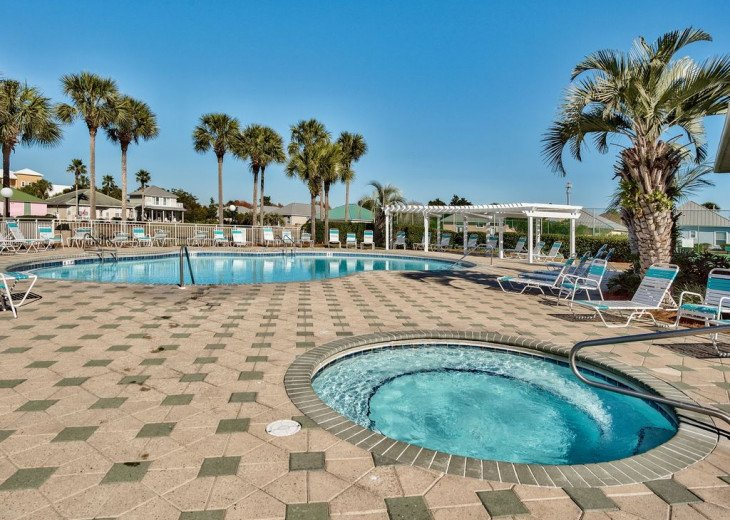 Beautiful beach Condo in building 3! Pets are welcome! Start your vacation here. #37