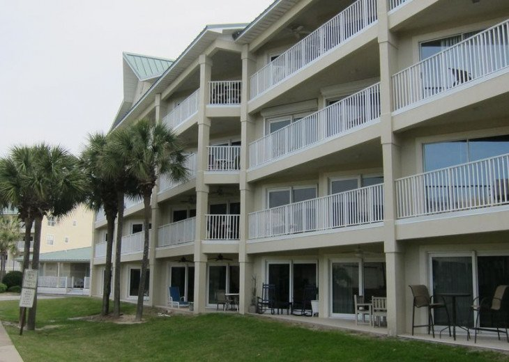 Beautiful beach Condo in building 3! Pets are welcome! Start your vacation here. #5