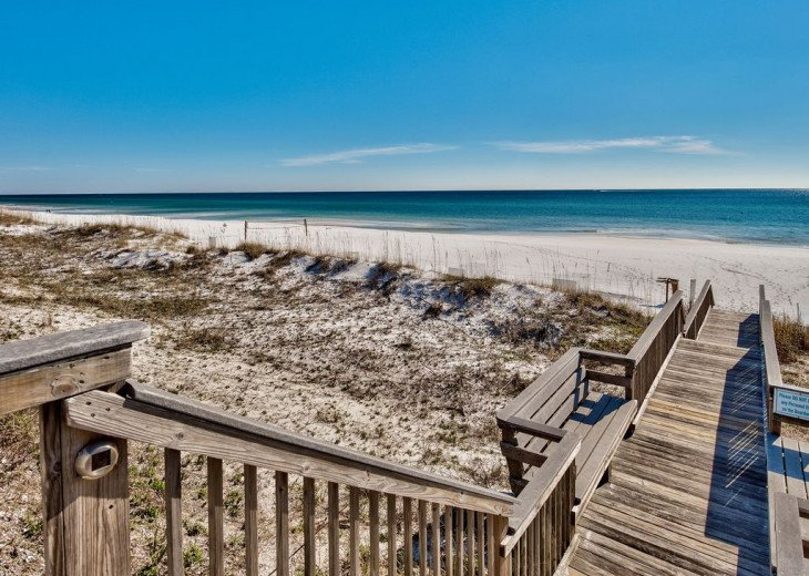 Beautiful beach Condo in building 3! Pets are welcome! Start your vacation here. #43