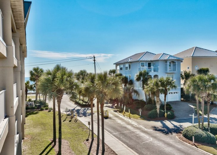 Beautiful beach Condo in building 3! Pets are welcome! Start your vacation here. #20