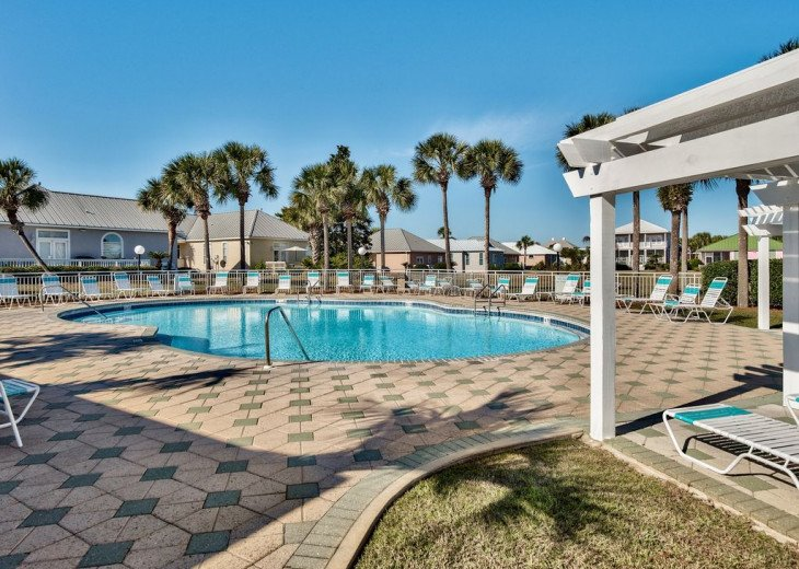 Beautiful beach Condo in building 3! Pets are welcome! Start your vacation here. #36
