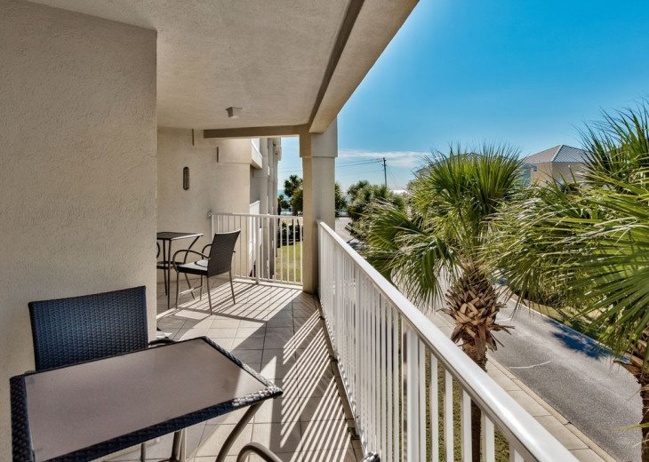Beautiful beach Condo in building 3! Pets are welcome! Start your vacation here. #18