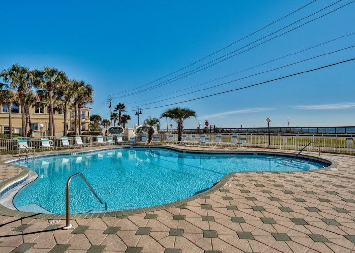 Beautiful beach Condo in building 3! Pets are welcome! Start your vacation here. #34