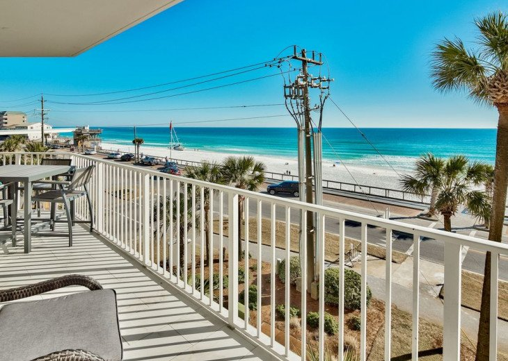 Newly renovated 3 BR, 3 BA ON the 3rd floor, sleep 10. Beautiful Ocean View! #12