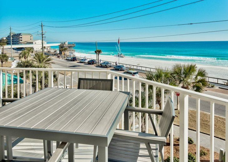 Newly renovated 3 BR, 3 BA ON the 3rd floor, sleep 10. Beautiful Ocean View! #11