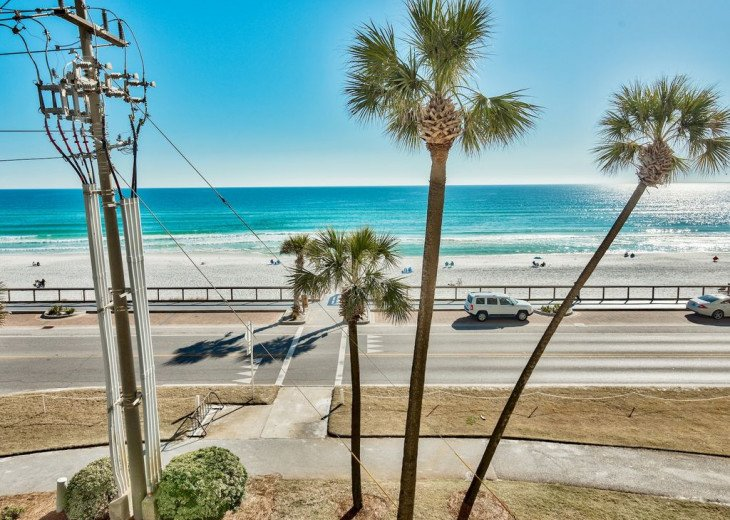 Newly renovated 3 BR, 3 BA ON the 3rd floor, sleep 10. Beautiful Ocean View! #13