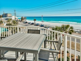Newly renovated 3 BR, 3 BA ON the 3rd floor, sleep 10. Beautiful Ocean View! #1