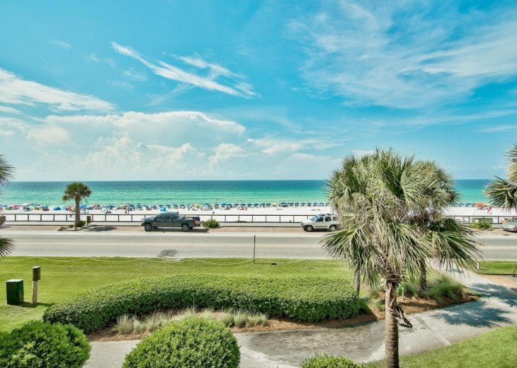 Newly Renovated 3BR/3BA condo on 2nd floor, sleep 10 with an amazing gulf view. #54