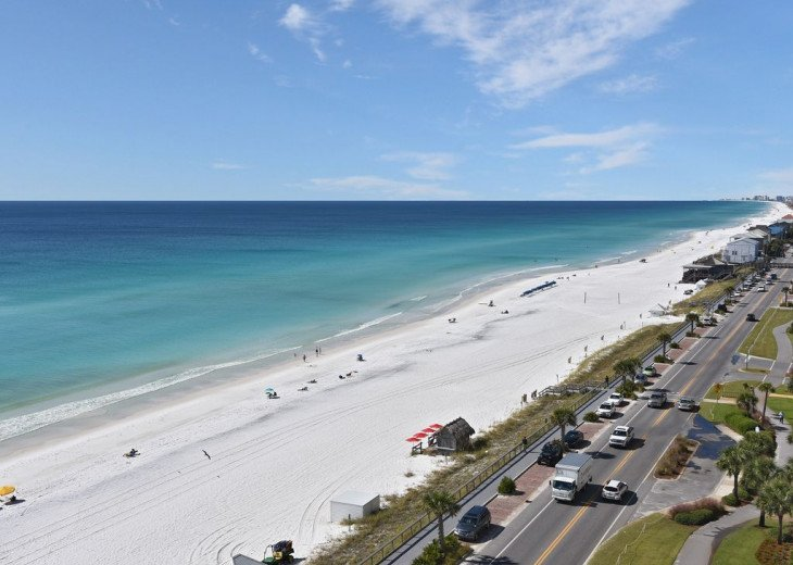 Newly Renovated 3BR/3BA condo on 2nd floor, sleep 10 with an amazing gulf view. #23