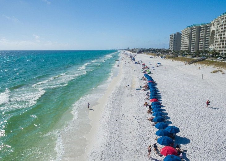 Newly Renovated 3BR/3BA condo on 2nd floor, sleep 10 with an amazing gulf view. #52