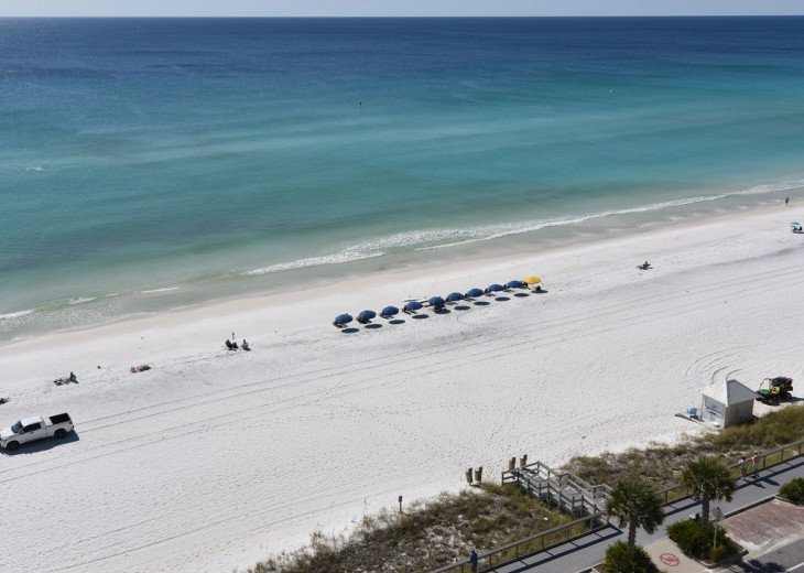 Newly Renovated 3BR/3BA condo on 2nd floor, sleep 10 with an amazing gulf view. #24