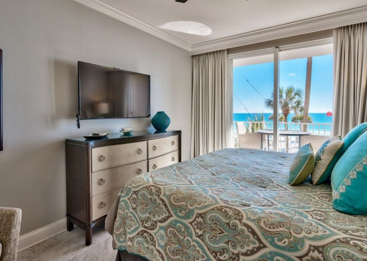 Newly Renovated 3BR/3BA condo on 2nd floor, sleep 10 with an amazing gulf view. #15