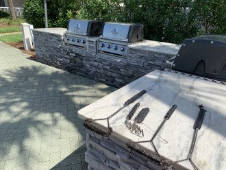 Very nice (and new) grill area