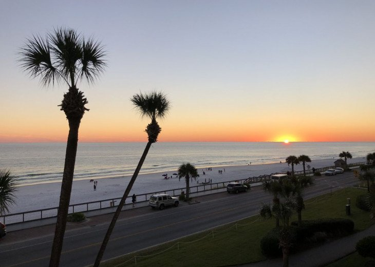 Majestic Sun - Unit 404B - Deluxe Spectacular Gulf Views! #16