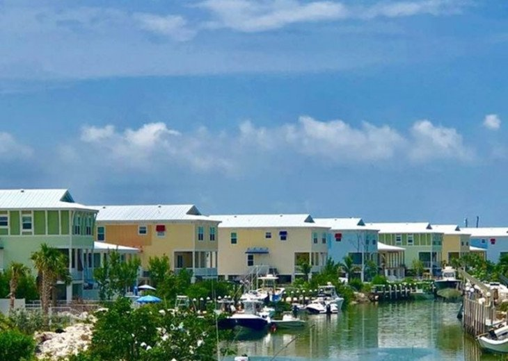 New 4/3, Canal Front, Private Dock, Neighborhood Beach, Hot Tub, Kayaks & More! #30