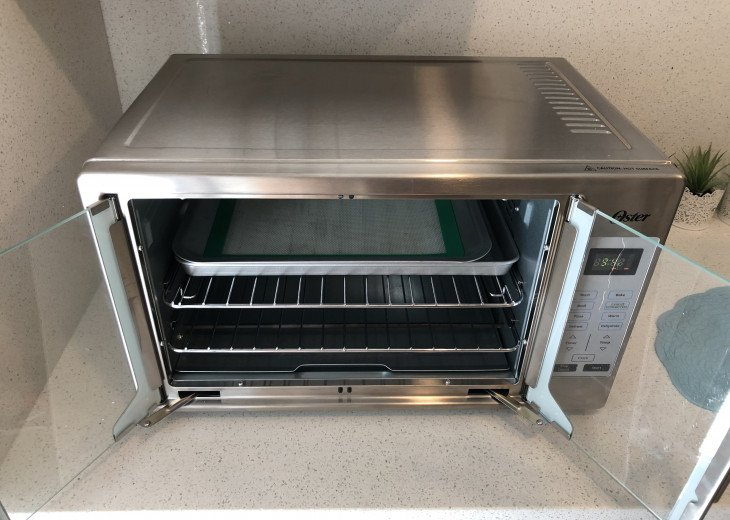 Chef size toaster oven-- yes, a frozen pizza fits!