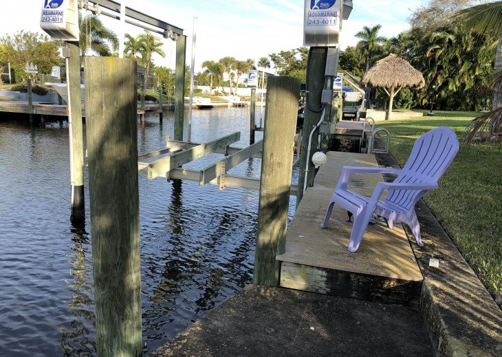 private on premises complete workable boat lift /dock