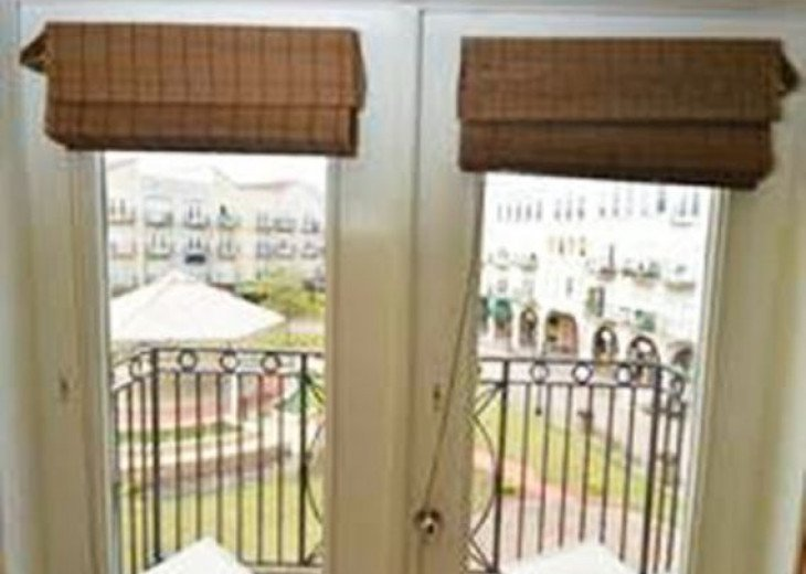 Intimate Setting W/ French Doors Opening To Balcony & Overlooking Courtyard #4
