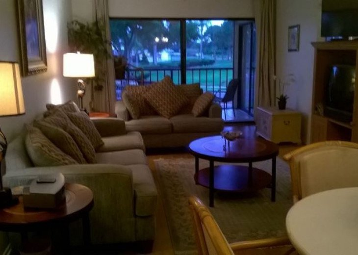 A Delightful Condo Situated In Ventura Golf & Country Club #17