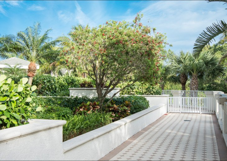 The Dunes of Naples - 3 BR/3 BA in the Cayman Building #25