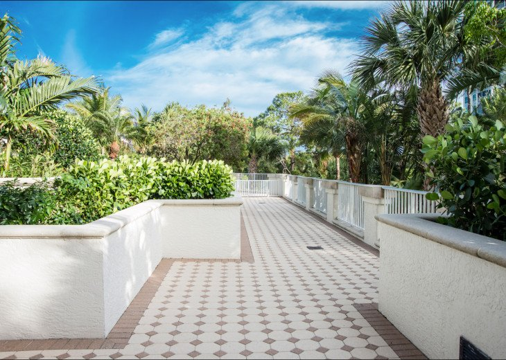 The Dunes of Naples - 3 BR/3 BA in the Cayman Building #23