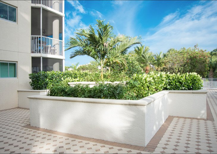 The Dunes of Naples - 3 BR/3 BA in the Cayman Building #22