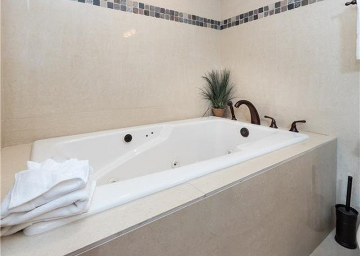 Large soaking jetted tub! Relax and Renew!