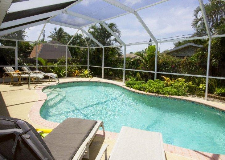 Vanderbilt Breeze..Less than mile to Beach..Heated pool #1