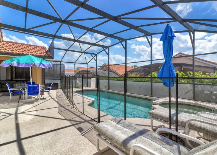 Pet friendly, 5 bedroom pool and spa home with privacay fencing #29