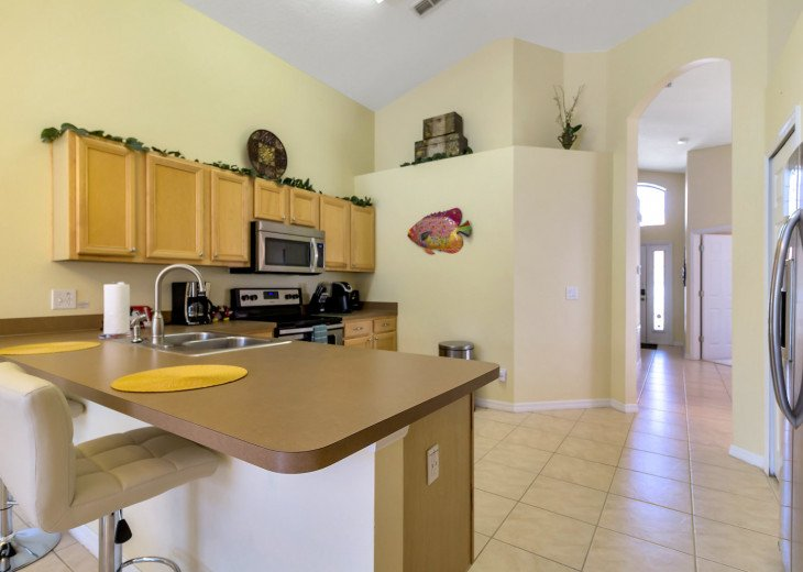 Pet friendly, 5 bedroom pool and spa home with privacay fencing #6