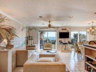 2nd floor Livingroom Room overlooking the ocean