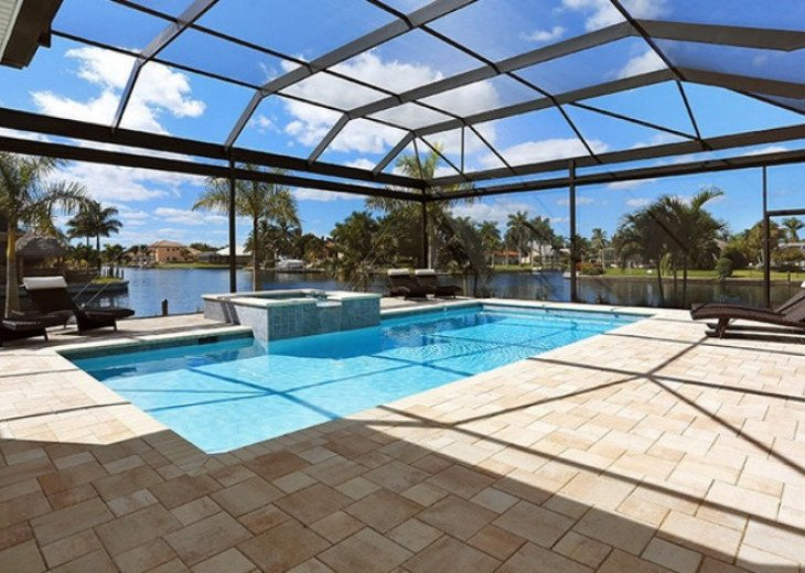 Bahama Breeze - Large Pool & Spa Facing to the Southwest on Intersecting Canals #16