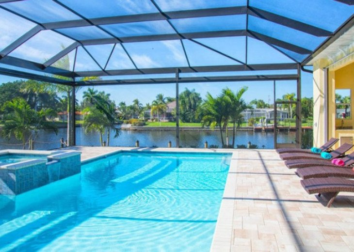Bahama Breeze - Large Pool & Spa Facing to the Southwest on Intersecting Canals #9