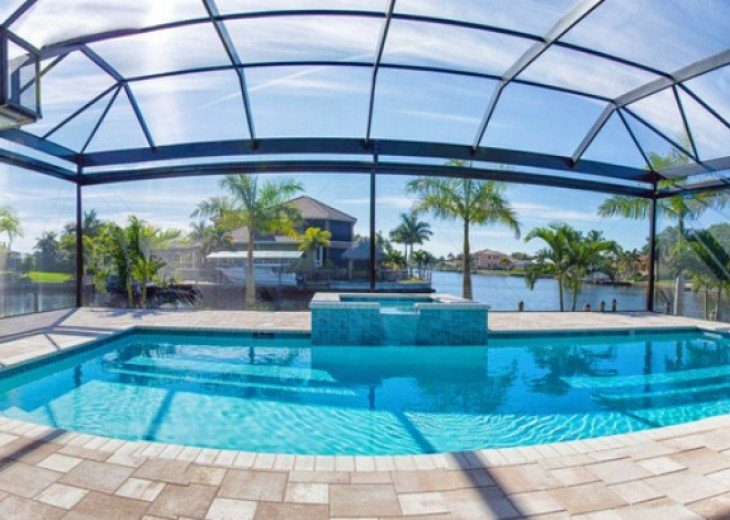 Bahama Breeze - Large Pool & Spa Facing to the Southwest on Intersecting Canals #14